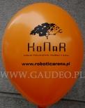 Pomarańczowy balonik z czarnym nadrukiem.
