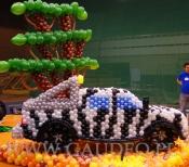 Samochód z balonów.