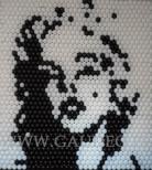 Ściana balonowa z twarzą Marilyn Monroe.