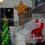 Świąteczna dekoracja balonowa w siedzibie firmy we Wrocławiu.