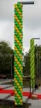 Balony zasłaniające słupy na uroczystości otwarcia nowego szpitala we Wrocławiu.