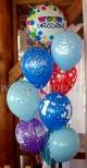 Urodzinowy stroik z balonów helowych.