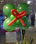 Mikołajkowy stroik balonowy.