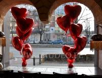 Walentynkowa dekoracja balonowa w lokalu Amrit Kebab w Warszawie.