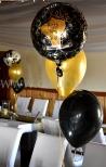 Balony z helem jako dekoracja sylwestrowa w formie stroików.