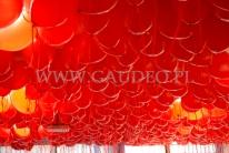 Sufit zakryty balonami z helem.