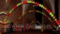 Świątecznie udekorowana sala na bal dla dzieci.