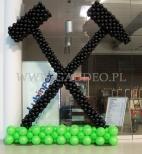 Symbol górniczy wykonany z balonów jako dekoracja Karczmy Piwnej.