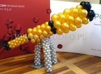 Balonowy teleskop jako dekoracja na bal.