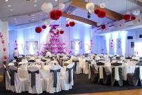 Balonowy tort jako dekoracja imprezy firmowej.