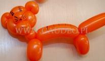 Tygrysek skręcony z balonów.
