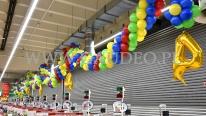 Dekoracja z balonów na 4 urodziny sklepu.
