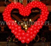 Walentynkowe serce balonowe.