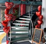 Walentynkowe stroiki helowe z balonowych serduszek.