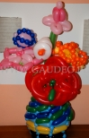 Wazonik z balonowymi kwiatkami.