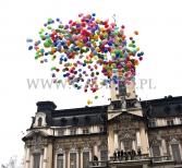 Wypuszczanie balonów z helem.