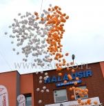 Puszczanie balonów z helem na otwarcie 25 Dzierżoniowskich Prezentacji.
