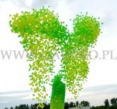Stopniowe wypuszczanie tysięcy balonów wypełnionych helem.