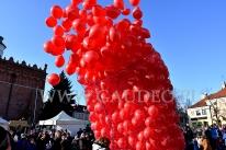 Puszczanie balonów z helem w Sandomierzu.