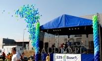 Wypuszczenie 1000 balonów z helem na obchodach rocznicowych Boscha we Wrocławiu.