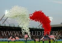 Wypuszczenie 6000 balonów z helem na stadionie Cracovi w Krakowie.