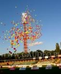 Wypuszczone balony helowe na Stadionie Olimpijskim we Wrocławiu.