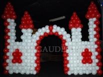 Balonowy zamek na imprezie firmowej.