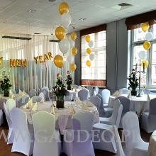 Balony z helem jako dekoracja sylwestrowa.