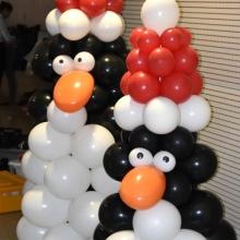 Pingwiny z balonów na Święta.
