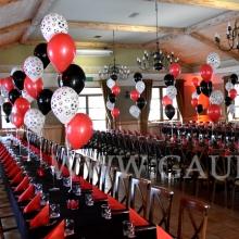 Balony z helem jako dekoracja na bal Mistrzów.