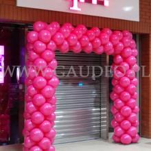 Brama z balonów w Lesznie w galerii Manhattan.