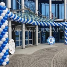 Balonowa dekoracja wejścia z okazji 35 urodzin.