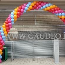 Balonowa brama jako dekoracja wejścia.