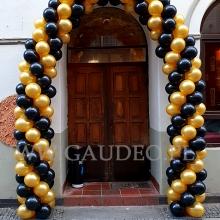 Czarno-złota brama balonowa.
