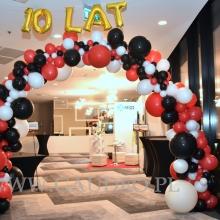 Brama balonowa w Hotelu IBIS.