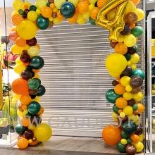 Organiczna brama z balonów w Galerii Wroclavia.