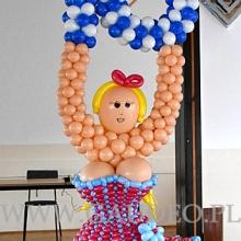 Balonowa figura jako dekoracja z okazji urodzin.